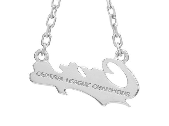 カープ×メゾンジュエルシルバーピアスカープロゴ2018チャンピオン
